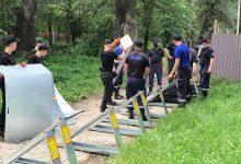 Photo of foto | Salvatorii și carabinierii se pregătesc de eventuale viituri pe Nistru. La Vadul lui Vodă este asamblat un dig de protecție din metal