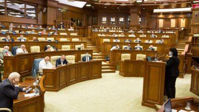 Photo of Parlamentarii au respins proiectul prin care birourile, paza și automobilele foștilor președinți să nu mai fie plătite din bugetul de stat
