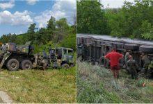 Photo of foto | Militarii Armatei Naționale au scos în teren două mașini din dotare pentru a ajuta șoferul unui camion care s-a răsturnat