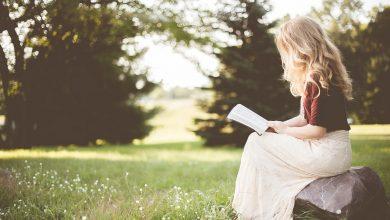 Photo of foto | Înarmează-te cu o carte bună, pălărie și o limonadă. 10+ volume de citit la umbra unui copac, în ultima lună de vară