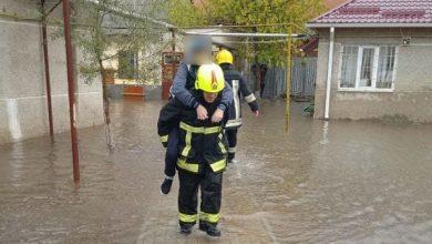 Photo of Intervenția pompierilor în Găgăuzia: Un autobuz care transporta copii a rămas blocat de șuvoaie la Comrat