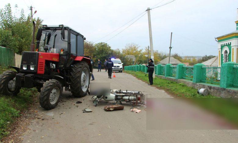 Photo of foto | Accident fatal în raionul Florești. Un bărbat și-a pierdut viața după ce s-a izbit cu motocicleta de un tractor
