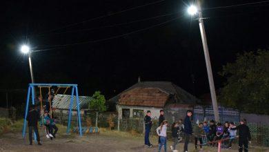 Photo of foto | S-a montat rețeaua de peste cinci km. Locuitorii din satul Vâprova, condus de membrii Partidului ȘOR, se bucură de iluminat stradal