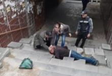 Photo of foto | Un bărbat a zăcut sângerând minute în șir pe scările unei subterane din Chișinău