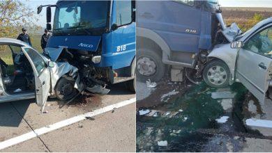 Photo of Accident violent la Sîngerei. Două persoane au fost transportate de urgență la spital după ce un camion și o Skoda s-au tamponat