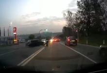 Photo of video   Pe muchie de cuțit! Inspector de patrulare, la un pas să fie lovit în urma ciocnirii a două mașini în Chișinău