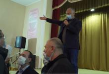 Photo of video | Usatîi a dat buzna la o întâlnire electorală a lui Dodon. După altercații, candidatul PN a fost scos cu forța din sală