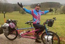 Photo of video | Un britanic, bolnav de cancer în stadiul terminal, s-a pornit cu bicicleta în China. Acum se află în Moldova