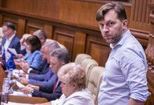 Photo of Semnătura de mână a lui Ilan Șor pe un document recent – măr al discordiei în Parlament. Alaiba: E fals în acte