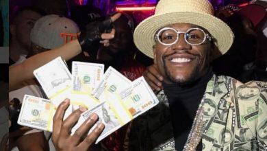 Photo of foto | Floyd Mayweather a câștigat o sumă enormă la pariuri. Și-a pus banii pe scaunul mașinii, la vedere