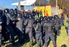 Photo of video | Situația devine tensionată la Varnița! Mai multe persoane ar fi blocat traseul, au intervenit mascații, iar Poliția ar fi folosit electroșocurile