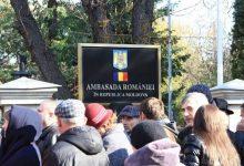 Photo of Ambasada României la Chișinău roagă moldovenii să nu se mai prezinte la Consulat. Care este motivul