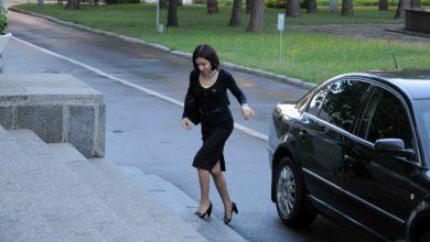 Photo of La sediul PAS a apărut un agent al SPPS. Maia Sandu dispune de pază și mașină de serviciu
