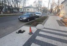 Photo of foto | Recent reparat, dar deja cu gropi. Trotuarul de pe strada Pușkin din capitală s-a surpat