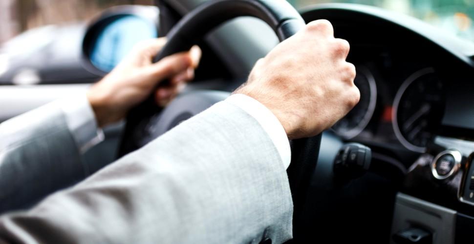 șofer volan mașină accident