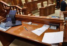 Photo of video | Microfoane rupte în prezidiul Parlamentului. Momentul în care Igor Grosu aruncă cu apă în timpul altercațiilor