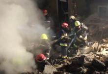Photo of video | Momentul în care salvatorii scot de sub dărâmături victimele exploziei de la Sîngerei. Trei butelii de gaz, evacuate de printre ruine