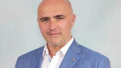 Photo of Un deputat român a scris în CV că ştie să folosească telefonul mobil
