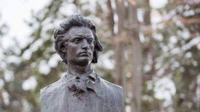 Photo of 10 lucruri mai puţin ştiute despre Mihai Eminescu. Cum saluta marele poet şi cum şi-a găsit sfârşitul