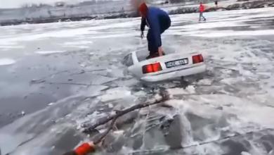 """Photo of """"A dat dovadă de obraznicie"""". Cine este și cu ce amendă s-a ales șoferul care și-a scufundat mașina în lac de Bobotează"""