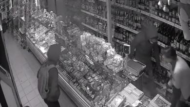 Photo of video | Atacată cu un cuțit și agresată la locul de muncă. Clipele de coșmar pe care le-a trăit vânzătoarea unui magazin
