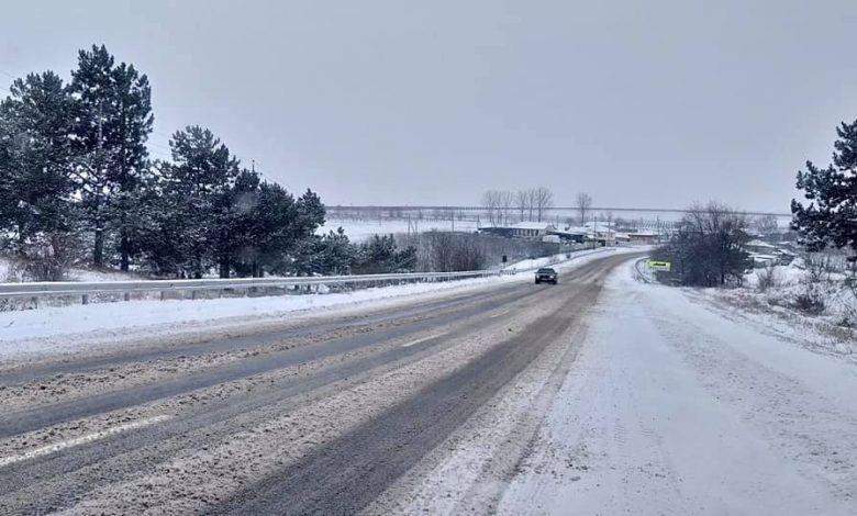 Photo of Vântul puternic spulberă zăpada pe traseu la nordul țării. Există riscul să fie blocate drumuri