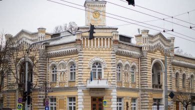 Photo of Consilierii municipali din capitală au aprobat peste 500 de decizii, 39 fiind calificate drept ilegale. Salariile lor în primul an de mandat