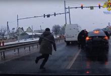 Photo of video | Cinci membri ai unui grup criminal organizat, reținuți pentru trafic de droguri din UE: Opt kilograme de marijuana și zece mii de dolari, confiscați