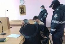 Photo of foto | Tânărul care ar fi împușcat mortal o adolescentă la Holercani, în fața magistraților. Acesta refuză să vorbească