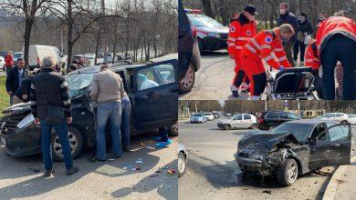 Photo of update, foto | Două BMW-uri și o Dacia s-au tamponat violent în capitală. Patru persoane au avut nevoie de îngrijiri medicale