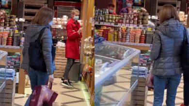 Photo of video | Maia Sandu, surprinsă la cumpărături într-un magazin din capitală. Unii o laudă că nu avea pază, iar alții spun că era cu bodyguard