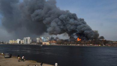 Photo of foto, video | Incendiu de proporţii la o fabrică istorică din Sankt Petersburg. Pompier dat dispărut și doi răniți grav