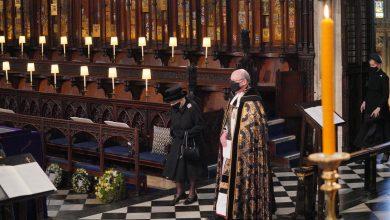 Photo of Elizabeth II a lăsat o scrisoare de adio pe sicriul prințului Philip. Povestea numelui scris pe răvaș