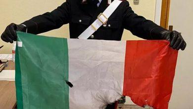 Photo of Cântau imnul Moldovei în timp ce ardeau drapelul Italiei. Pedeapsa pe care o riscă conaționalii implicați