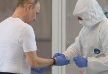 """Photo of Putin spune de ce nu s-a imunizat public contra COVID-19: """"Dacă nu se injecta în braț, dar în alt loc, trebuia să arăt?"""""""