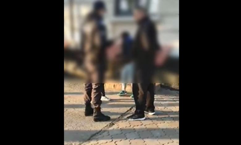 Photo of video | Chef cu băutură în parc, pe timp de pandemie. O femeie s-a dat în spectacol în fața polițiștilor