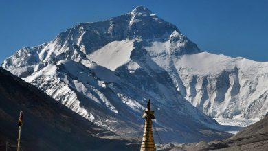 Photo of China pune o graniță pe vârful Everestului pentru ca alpiniștii chinezi să nu se întâlnească cu cei din Nepal
