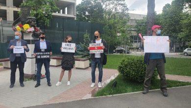 Photo of foto   Protest la Ambasada Belarusului din Chișinău: Se cere eliberarea jurnalistului Roman Protasevici