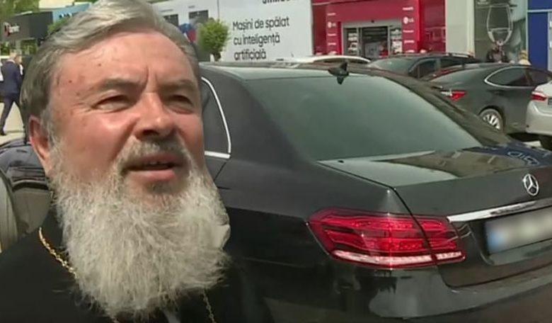 """Photo of video   """"A fost un cadou al unui om bun, așa ca dumneata"""". Episcopul Marchel, deranjat de întrebările despre mașina sa de lux, un Mercedes E-Class"""
