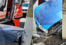 Photo of foto | Nu ar fi ținut cont de starea tehnică a vehiculului. Un bărbat s-a izbit violent cu mașina de un pilon electric
