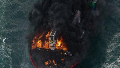 Photo of Arde de opt zile: O navă a acoperit cu petrol și peleți de plastic plajele din Sri Lanka