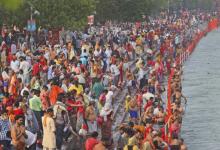 Photo of În timp ce în spitale nu mai sunt locuri, festivalurile cu mii de participanți continuă nestingherit în India