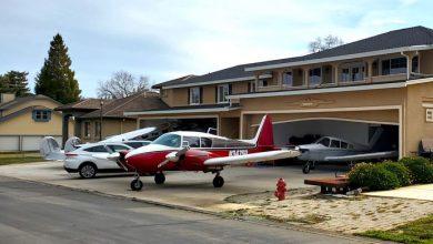 Photo of foto | Cartierul în care oamenii merg la serviciu cu avionul. Majoritatea caselor au hangare pentru aparatele de zbor