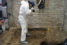 Photo of Un bătrân de 72 de ani s-a predat Poliției după un omor. Sub podeaua casei lui au fost găsite aproape 4000 de oase umane