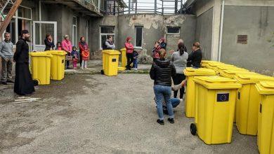 Photo of foto   În satul Peresecina din Orhei au fost instalate tomberoane pentru colectarea deșeurilor, cu suportul Uniunii Europene