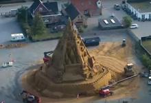 """Photo of """"I-am pus o coroană, pentru că ne guverneazăviața"""": Cel mai mare castel de nisip din lume a fost construit în Danemarca"""