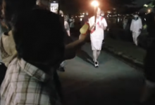 Photo of video | Arestată după ce… a vrut să stingă flacăra olimpică cu un pistol de apă. Motivul gestului unei nipone