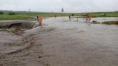 Photo of video | Ploile fac ravagii: Strada Albișoara, impracticabilă, iar intrarea într-un sat, blocată de ape