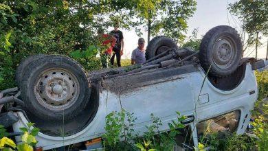 Photo of Sîngerei: Un cuplu a ajuns la spital după ce mașina în care se afla s-a răsturnat și a ajuns în sanț