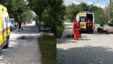 """Photo of Au pornit la drum cu motocicleta, dar i-a """"oprit""""… o fântână. Doi tineri, transportați la spital după un impact violent"""